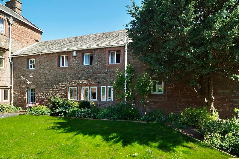 Stag Cottage; three ensuite bedrooms, private front and gated rear gardens, open fire and terrace. - Stag Cottage - Lake District - rentals