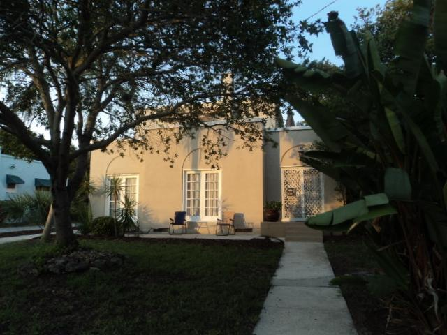 Front of house showing large bird of paradise, shade tree, French doors across front and large yard - Spanish Charmer By Beach & Entertainment District! - Daytona Beach - rentals