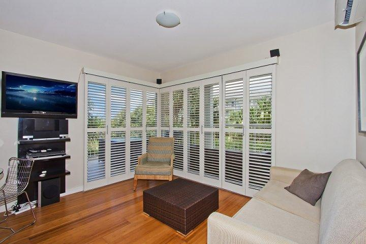 MAN4120 TWO BEDROOM SPA SUITE - Image 1 - Kingscliff - rentals