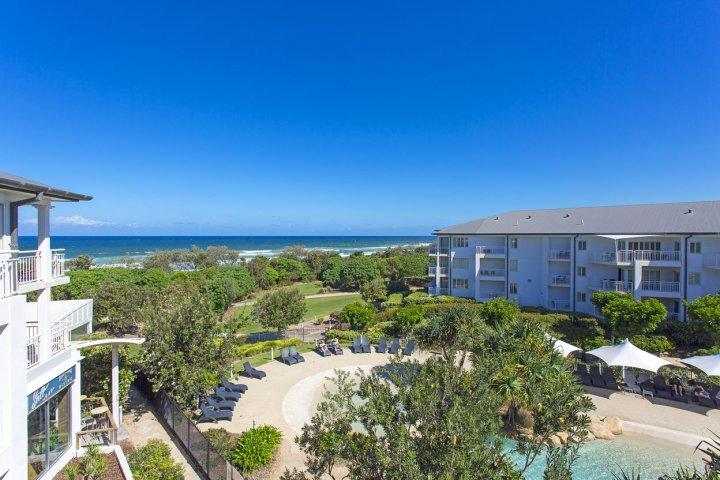 MAN2308 OCEAN VIEW ONE BEDROOM SPA SUITE - Image 1 - Kingscliff - rentals