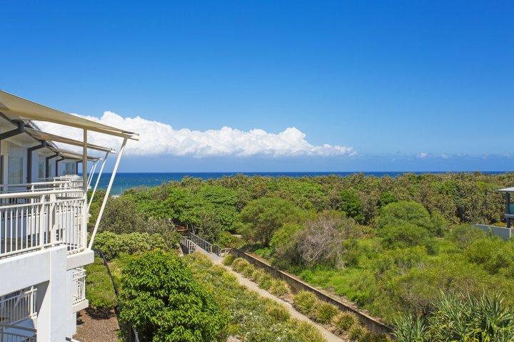 MAN6310 OCEAN VIEW ONE BEDROOM SPA SUITE - Image 1 - Kingscliff - rentals