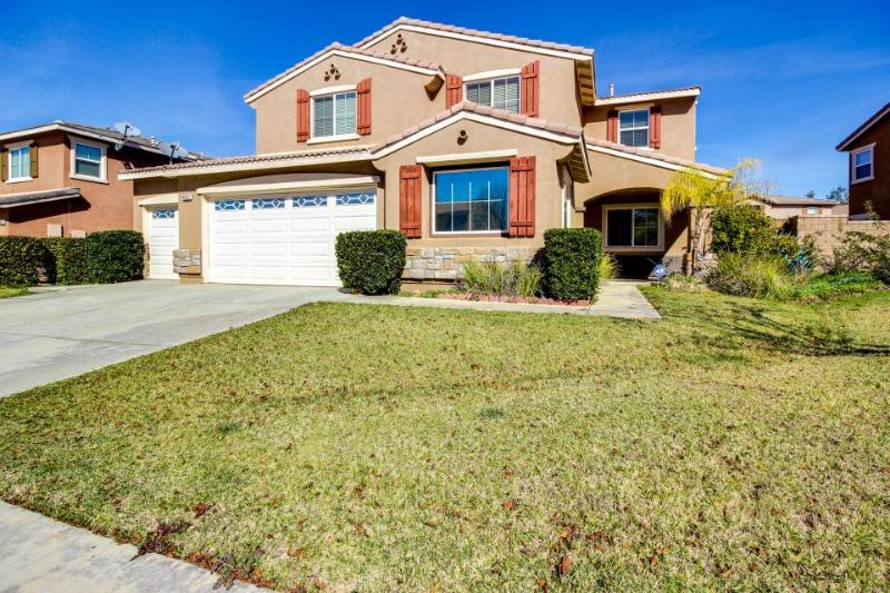 Enjoy tranquility at its best with canyon views & dock access! Bring the dog too - Image 1 - Lake Elsinore - rentals