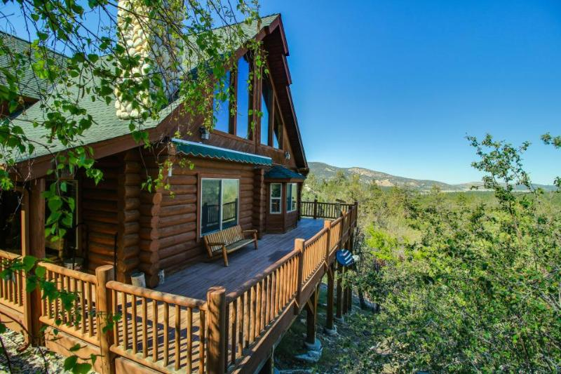 Private hot tub, mountain views, pool table in the loft! - Image 1 - Big Bear Lake - rentals