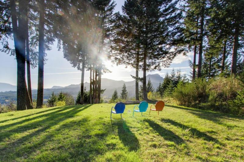 Dog-friendly w/ river & mountain views, private hot tub, firepit, & pool table! - Image 1 - Stevenson - rentals