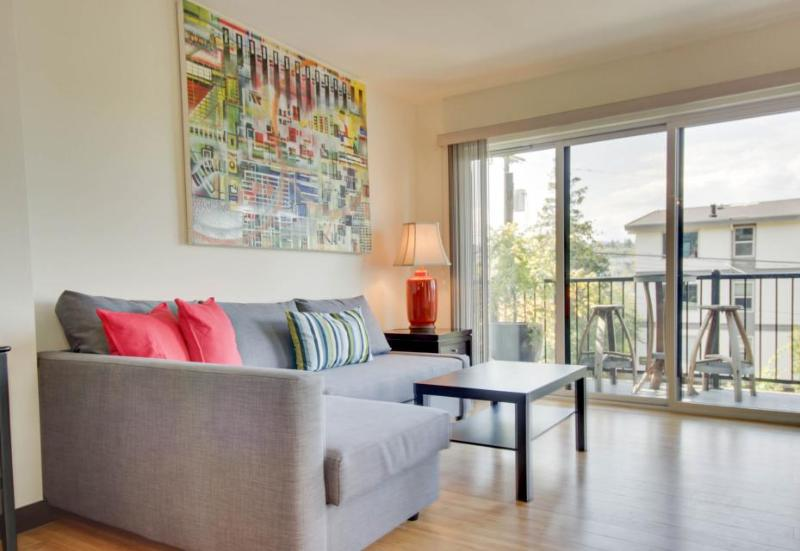 One block from Lake Union, close to Amazon campus and dining - Image 1 - Seattle - rentals