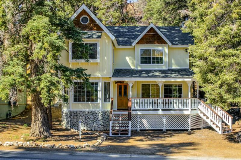 Spacious, dog-friendly mountain home close to skiing with private hot tub - Image 1 - Big Bear Lake - rentals