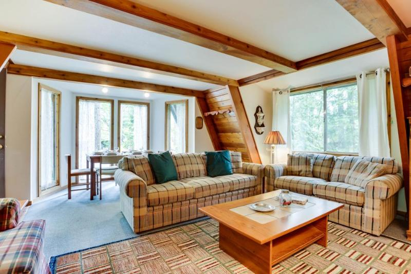 Charming A-frame right near golf, close to Mt. Hood skiing - dogs ok! - Image 1 - Welches - rentals