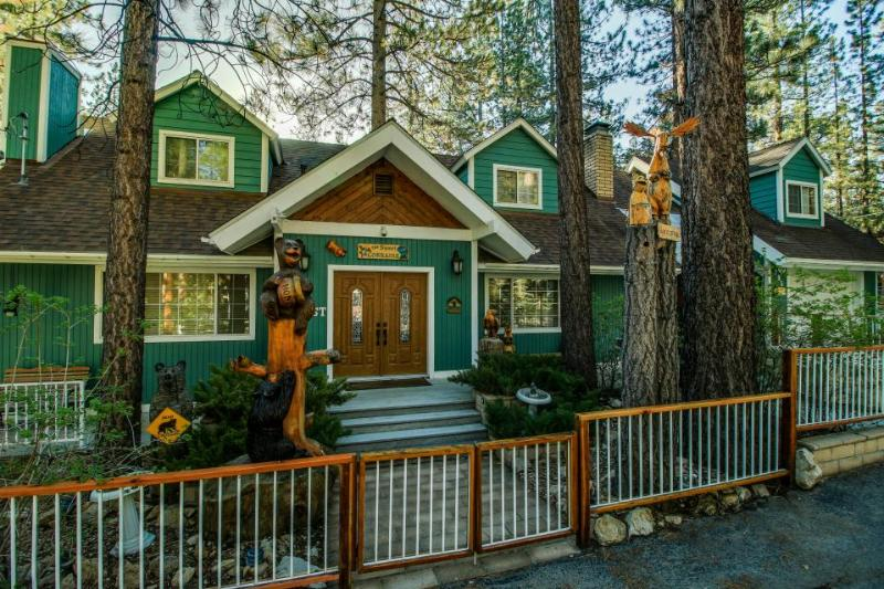Beautiful mountain home for 10 close to ski slopes & lake - Image 1 - Big Bear Lake - rentals
