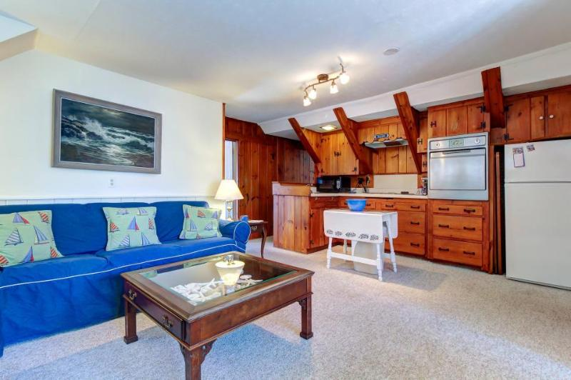 Great Boothbay Harbor location amidst shops and dining! - Image 1 - Boothbay Harbor - rentals