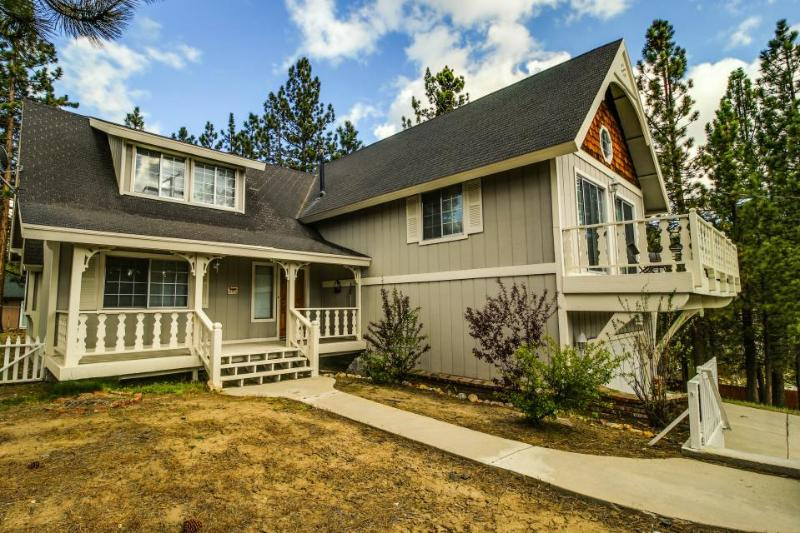 Incredible four-level home close to lake and skiing - great for families! - Image 1 - Big Bear Lake - rentals