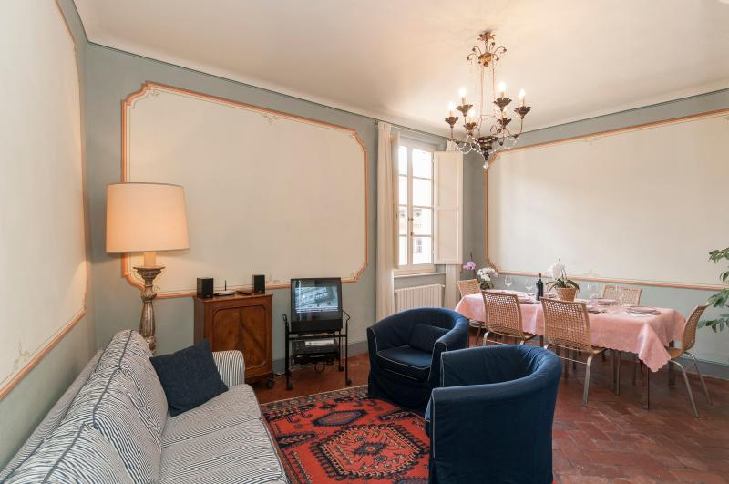 salotto/tinello - living /dining room - salon/salle à manger - Wohn-, Esszimmer - Fantastic 3 Bedroom Vacation Rental at Casa Ottolini - Lucca - rentals