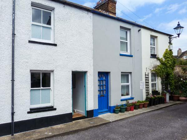 SUNNYSIDE COTTAGE, mid-terrace, central location, patio, in Deal, Ref 923122 - Image 1 - Deal - rentals
