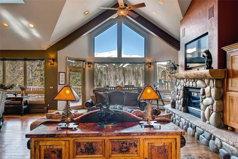 Convenient Breckenridge 6 Bedroom Free shuttle to lift - WCSKY - Image 1 - Breckenridge - rentals