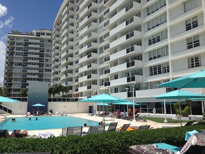 DECO BEACH 5 South Beach Large Studio/ Beachfront/Pool/Parking/Full Kitchen - Image 1 - Miami Beach - rentals
