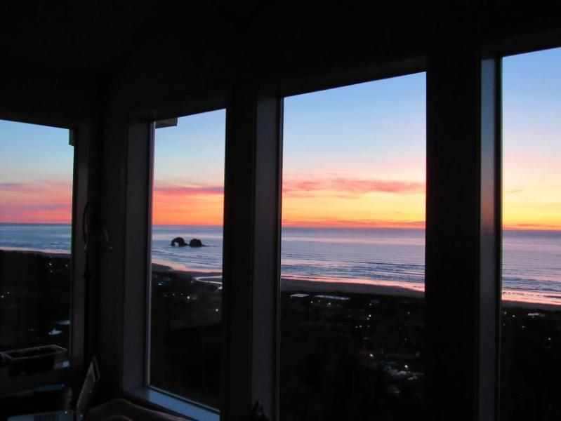 Gorgeous dog-friendly oceanview home w/2 kitchens, game room, wetbar, jetted tub - Image 1 - Rockaway Beach - rentals