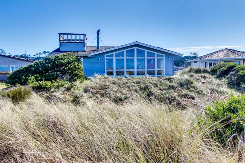 Oceanfront, dog-friendly home just steps from the beach w/ shared pool - Image 1 - Waldport - rentals