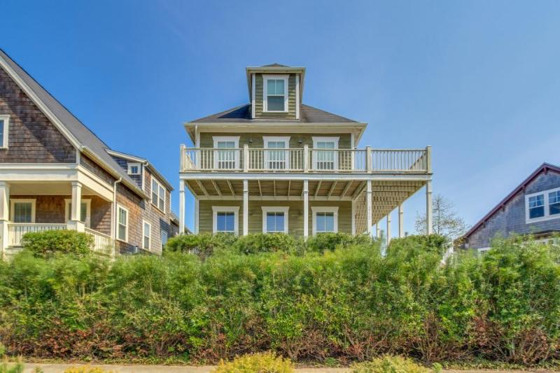 Gorgeous Olivia Beach home w/ private hot tub and shared swimming pool - Image 1 - Lincoln City - rentals