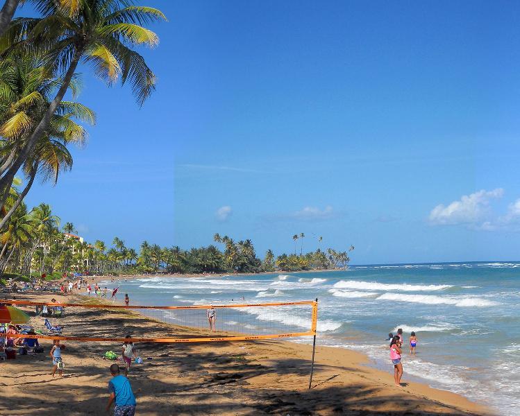 Enjoy the fabulous 1.5 mile beach at Palmas del Mar. - Villa La Luna Llena - Humacao - rentals