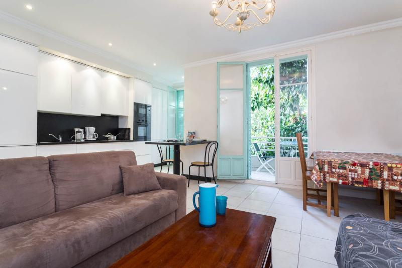 Beautifully renovated 2 bedroom apartment in Nice - Image 1 - Nice - rentals