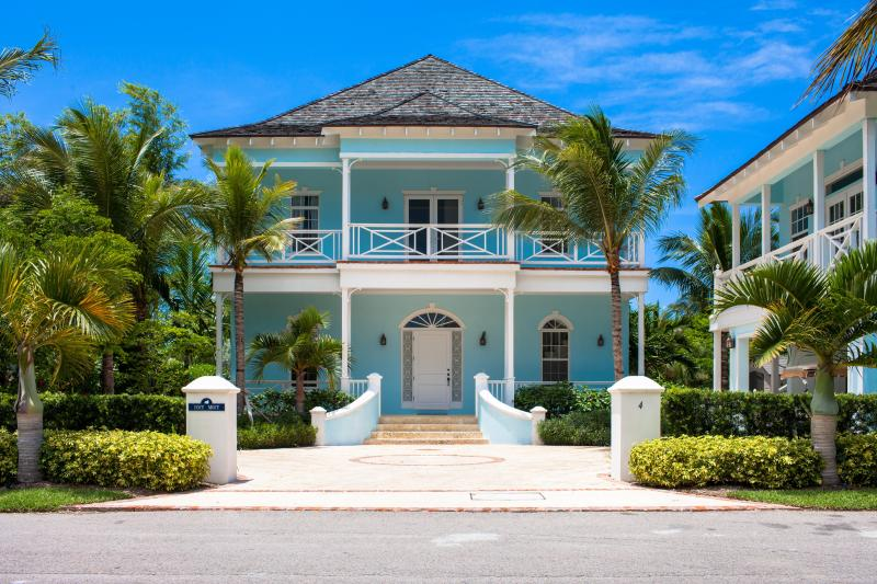 Entrance to Cozy Mozy - New 6Bdrm Waterfront Home w/Pool, Golf Cart in OFB - Nassau - rentals