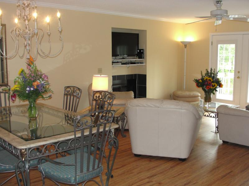 Living Area - Spacious Condo Near Beach, Golf Course & Village - Saint Simons Island - rentals