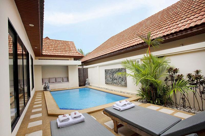 3 bed pool villa 400m from beach - Image 1 - Jomtien Beach - rentals