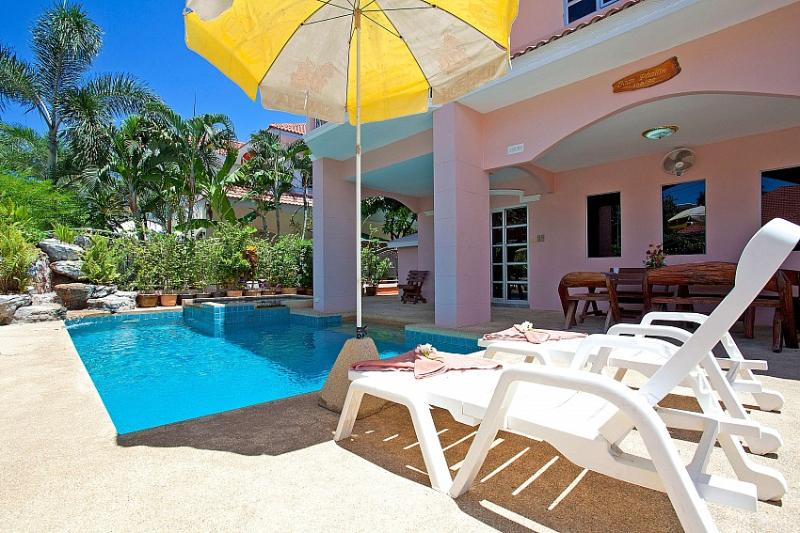4 bed family pool villa 1km to beach - Image 1 - Jomtien Beach - rentals