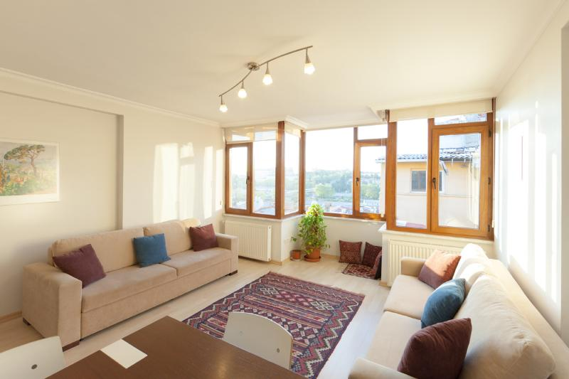 """Haydarpasha"" flat, top floor, living room - Iskele house: Holiday flats in Istanbul - Istanbul - rentals"