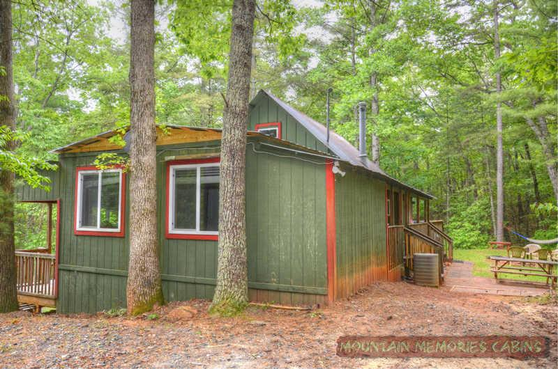 Cozy Cohutta Cottage  Bargain w/ Hot Tub - Image 1 - Ellijay - rentals