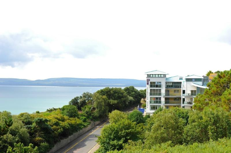 22a Studland Dene located in Bournemouth, Dorset - Image 1 - Bournemouth - rentals