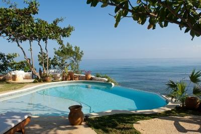 Wonderful 6 Bedroom Villa in Runaway Bay - Image 1 - Runaway Bay - rentals
