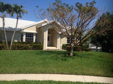 Front of House - Great Family Vacation Home centrally located on the Island - Marco Island - rentals