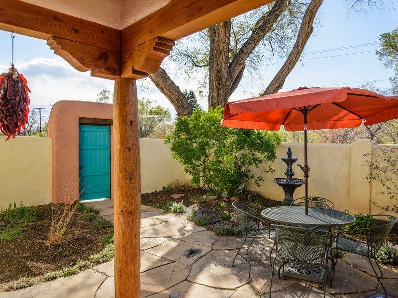 Lavender patio with outdoor seating and BBQ grill - Two Casitas-Lavender-Charming, Walk to the Plaza - Santa Fe - rentals