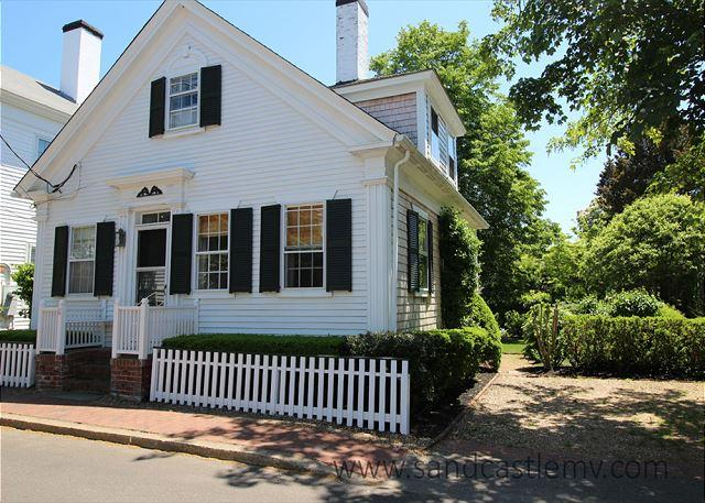 WALK TO TOWN FROM THIS ADORABLE IN-TOWN EDGARTOWN COTTAGE - Image 1 - Edgartown - rentals