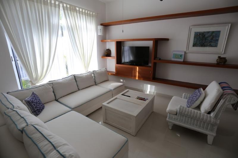 Casa Colibri's Delightful & cool living area - wifi, internet tv, international phone - Adorable Casa Colibri Puerto Morelos 3 mins beach - Puerto Morelos - rentals