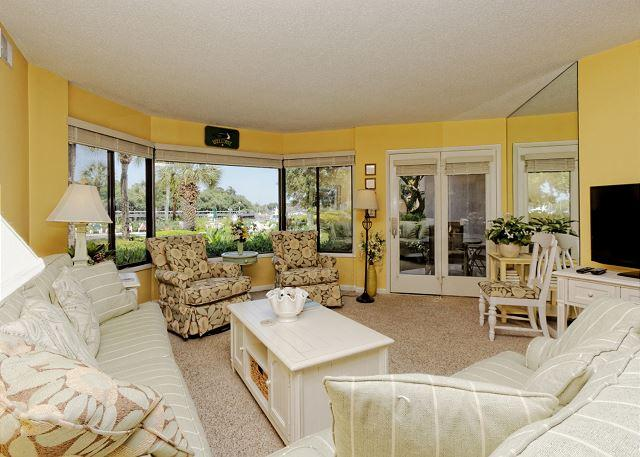 Exquisite living room - Yacht Club 7515, 3 Bedrooms, Large Pool, Spa, Sleeps 8 - Hilton Head - rentals