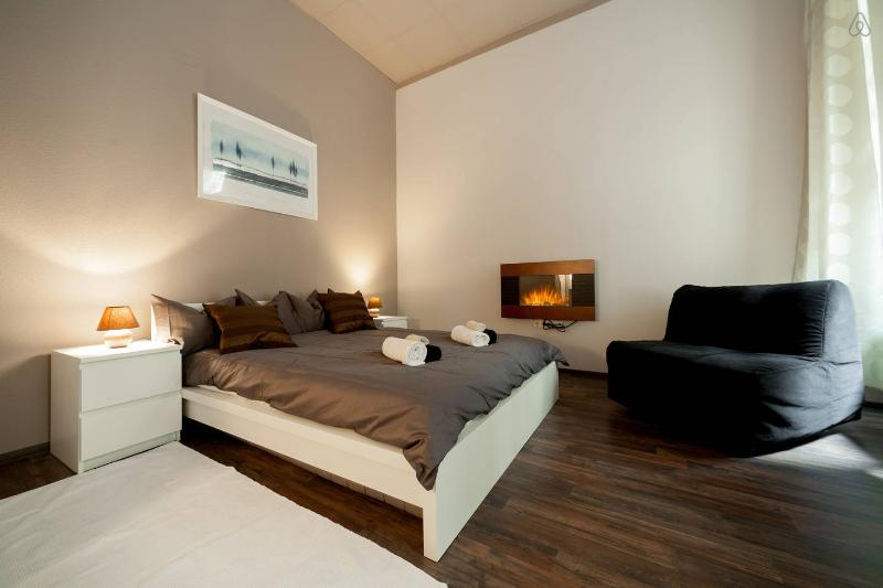 Bedroom - DEAK DESIGN FLAT: 10 GUESTS, A/C - Budapest - rentals