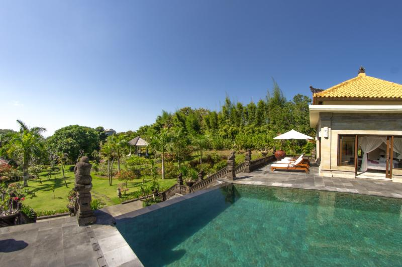 The pool and the garden - Villa Sami Sami - Luxury Estate (6BR) - ULUWATU - Ungasan - rentals