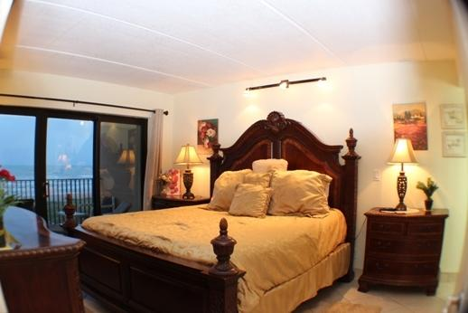 OCEANFRONT KING THERAPUTIC MEMORY FORM BED - SEABREEZE1 404 Oceanfront$999+ fees MARCh 17FREEWifi Oct 22,-31 - South Padre Island - rentals