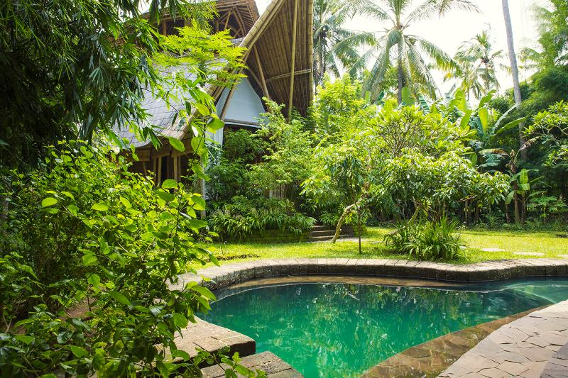 Garden Villa is constructed entirely of Bamboo, and is set in a 1000m2 private garden - Remarkable Bamboo 3 storey House Pool WIFI nr Ubud - Ubud - rentals