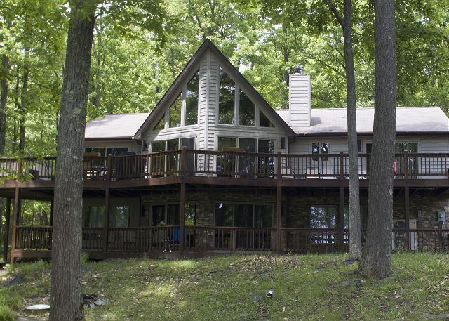 Exterior - Extraordinary lake chalet with breathtaking lake views! - McHenry - rentals