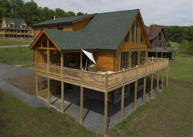 Exterior - Stunning newly built log home on Fantasy Valley Golf Course - McHenry - rentals