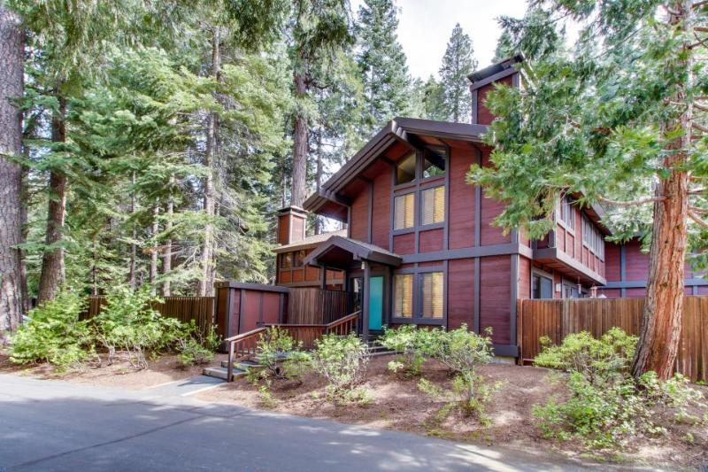 Gorgeous home with close lake access and private yard! - Image 1 - Tahoe City - rentals