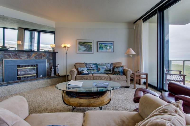 Beautiful oceanfront condo overlooking the Promenade with shared pool access! - Image 1 - Seaside - rentals