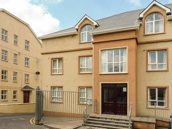 75 ATLANTIC VIEW, second floor apartment, en-suite, open plan living area, in Bundoran, Ref 925162 - Image 1 - Bundoran - rentals