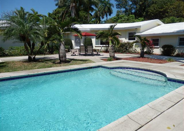 Stately Van Buren Hollywood Sanctuary 3/2 for 10 guests Heated Pool - Image 1 - Hollywood - rentals