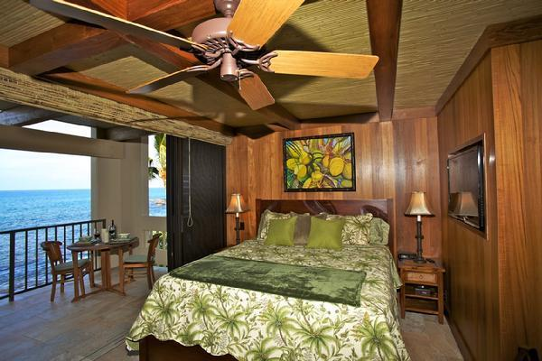 Cal King Pedestal Bed  Just a Few Yards from the Ocean with a Glass Wall that Literally Opens Up! - DELUXE OCEANFRONT STUDIO #225 HIGHLY UPGRADED - Kailua-Kona - rentals