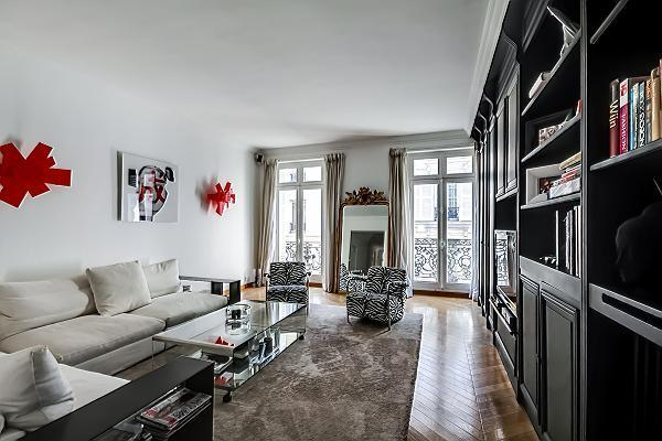 Bright and spacious living room - Fantastic Luxury Apartment at Champs Elysees Boeti - Paris - rentals
