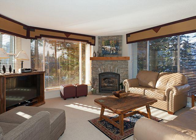 Spacious Living Room with Gas Fireplace, Mountain Views, Flat Sc - Woodrun Lodge 108 | Whistler Platinum | Ski-In/Ski-Out Condo, Shared Hot Tub - Whistler - rentals