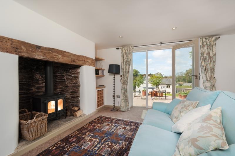 Vine Cottage located in Modbury, Devon - Image 1 - Modbury - rentals